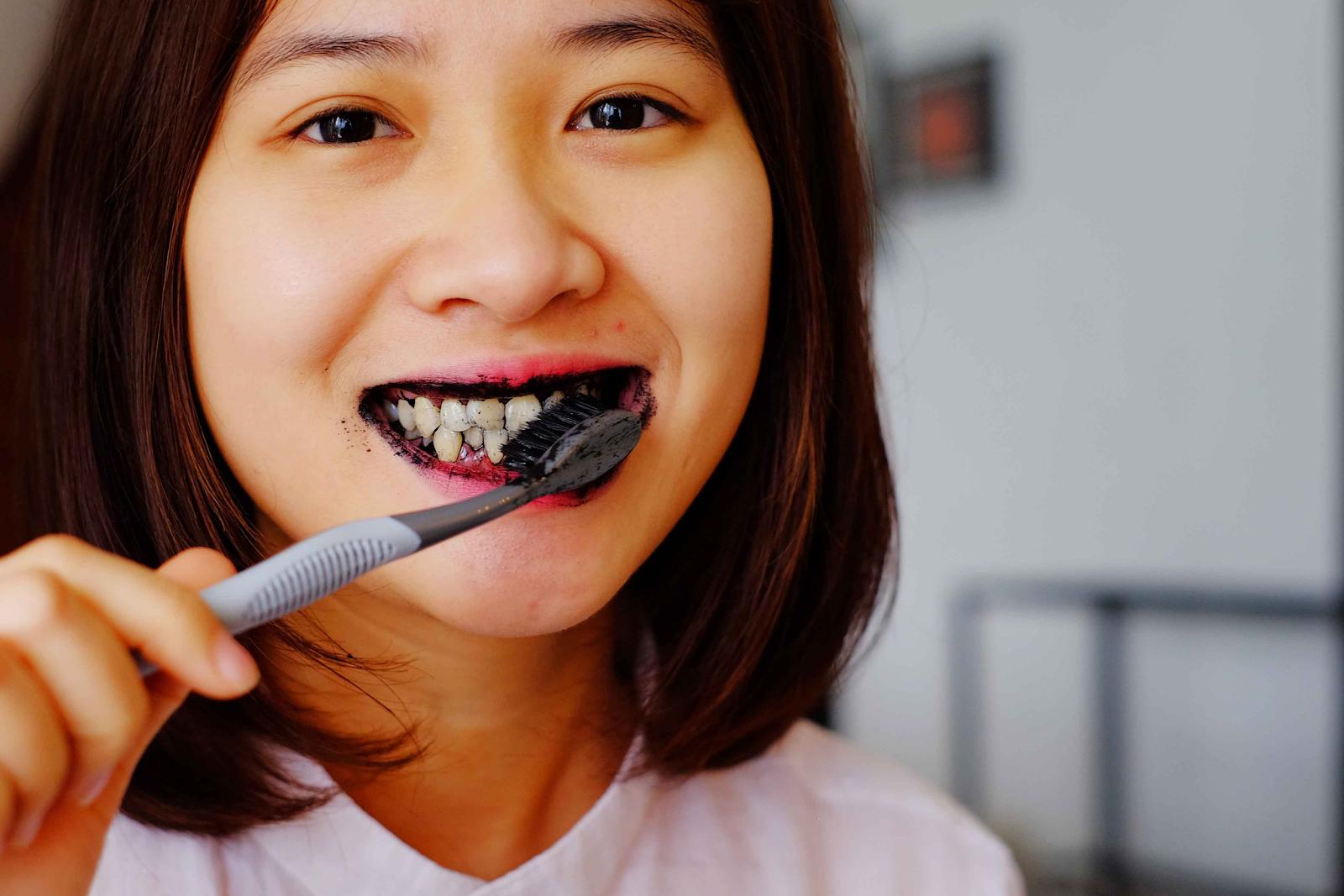 bột chà răng đen