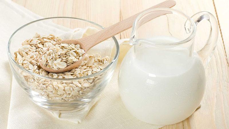 yến mạch và sữa