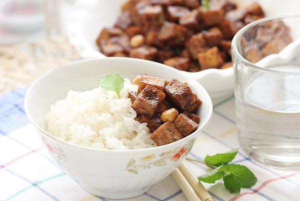 ăn cơm lưng chừng