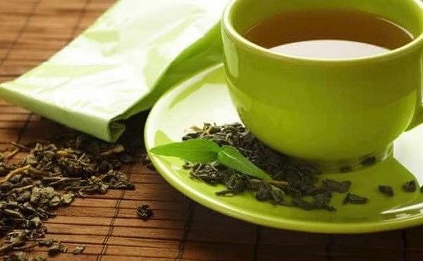 dùng trà xanh