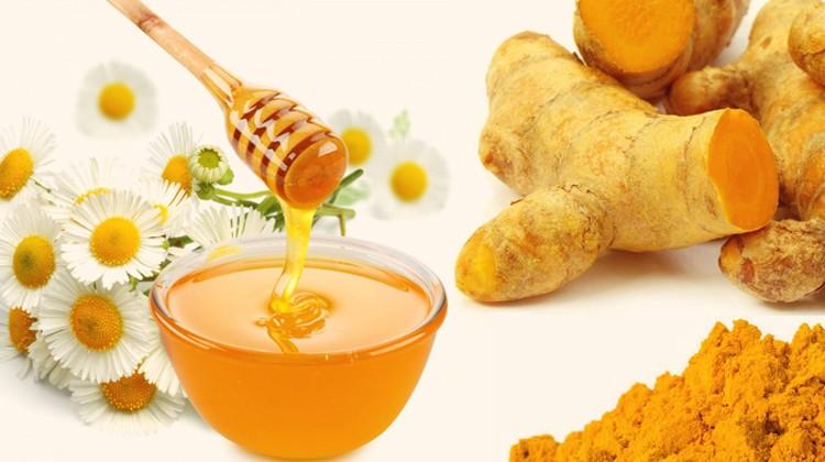 mật ong và bột nghệ